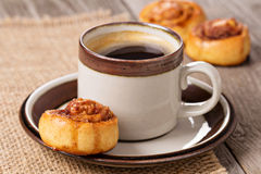 cinnamon-rolls-coffee-brown-cup-35290381